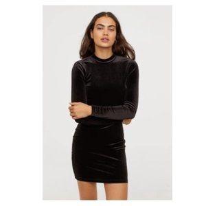H&M black velvet long sleeve dress mock neck S